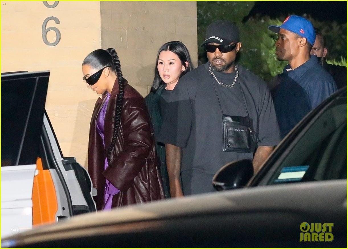 Kim Kardashian & Kanye West go on dinner date with friends